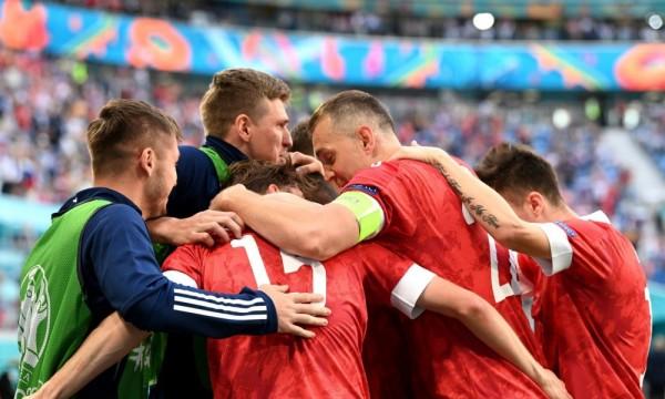 俄罗斯1-0胜芬兰,欧洲杯首胜!他们刷爆64年不败神迹,直接从垫底冲入晋级区