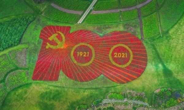 庆祝建党百年巨型花坛亮相,用卫星定位系统精准放样