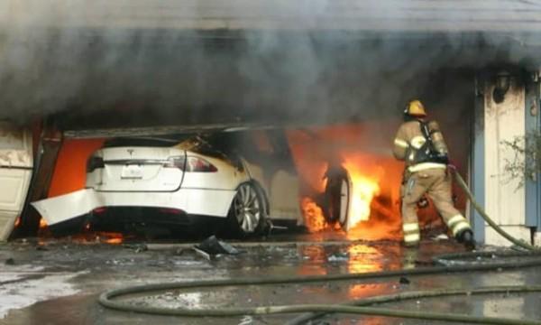特斯拉汽车起火有多危险?8名消防员7个小时用106吨水灭掉