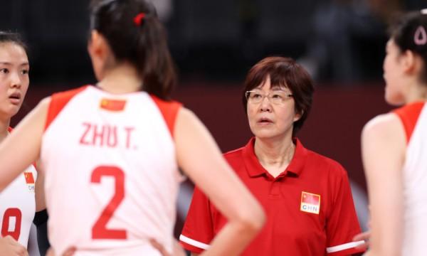 郎平宣布卸任中国女排主教练:离职第一天为老妈扫墓
