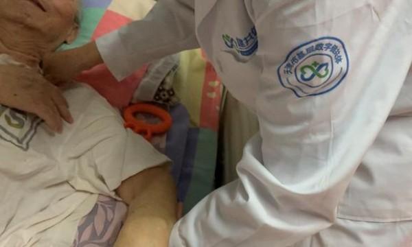 """""""天津微医总医院的长护险服务 让我父亲的生活有了尊严!"""""""