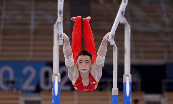 东京奥运会男子体操双杠决赛 邹敬园夺金尤浩第四