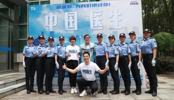 电影《中国医生》武汉首映,张定于张涵予同台